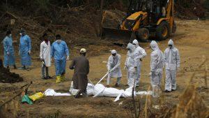 Ινδία: 2.000 νεκροί από τον κορωνοϊό μέσα σε ένα 24ωρο